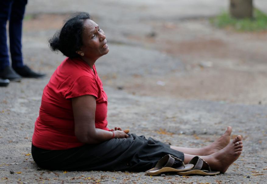 கதறி அழும் உறவினர்கள் (Image: AP)