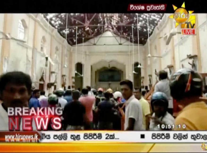 குண்டு வெடிப்புக்கு பிறகு சேதமடந்த தேவாலயம் (Image: Hiru TV via AP)