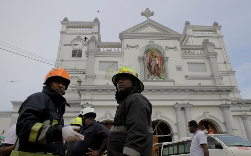 தீவிர மீட்பு பணியில் ஈடுப்பட்டுள்ள மீட்பு படையினர் (Image: AP)