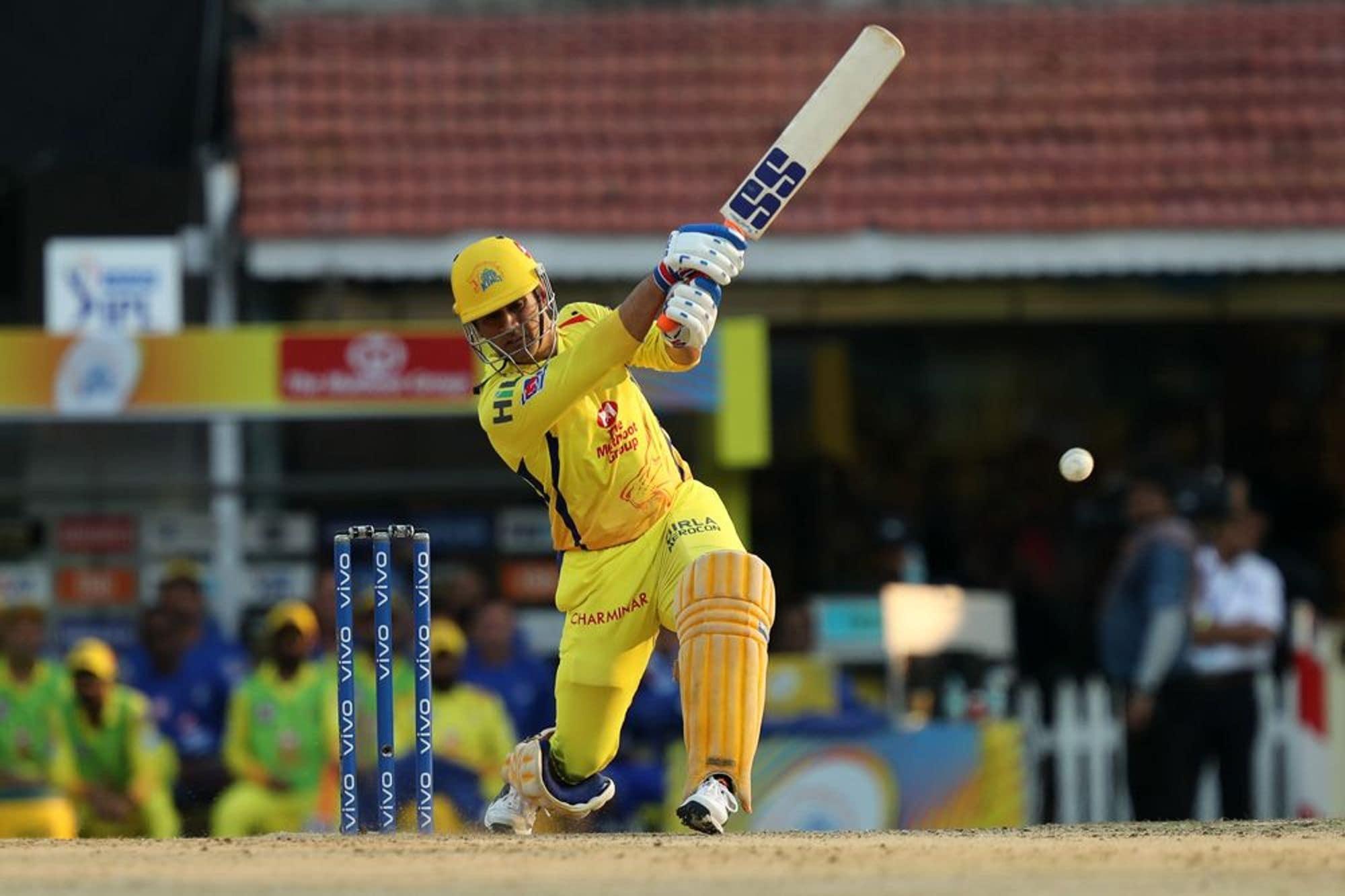 இந்தப்போட்டியில் டாஸ் வென்று பேட்டிங்கைத் தேர்வு செய்த சென்னை அணி 20 ஓவர்கள் முடிவில் 3 விக்கெட்டுகளை இழந்து 160 ரன்கள் எடுத்தது.