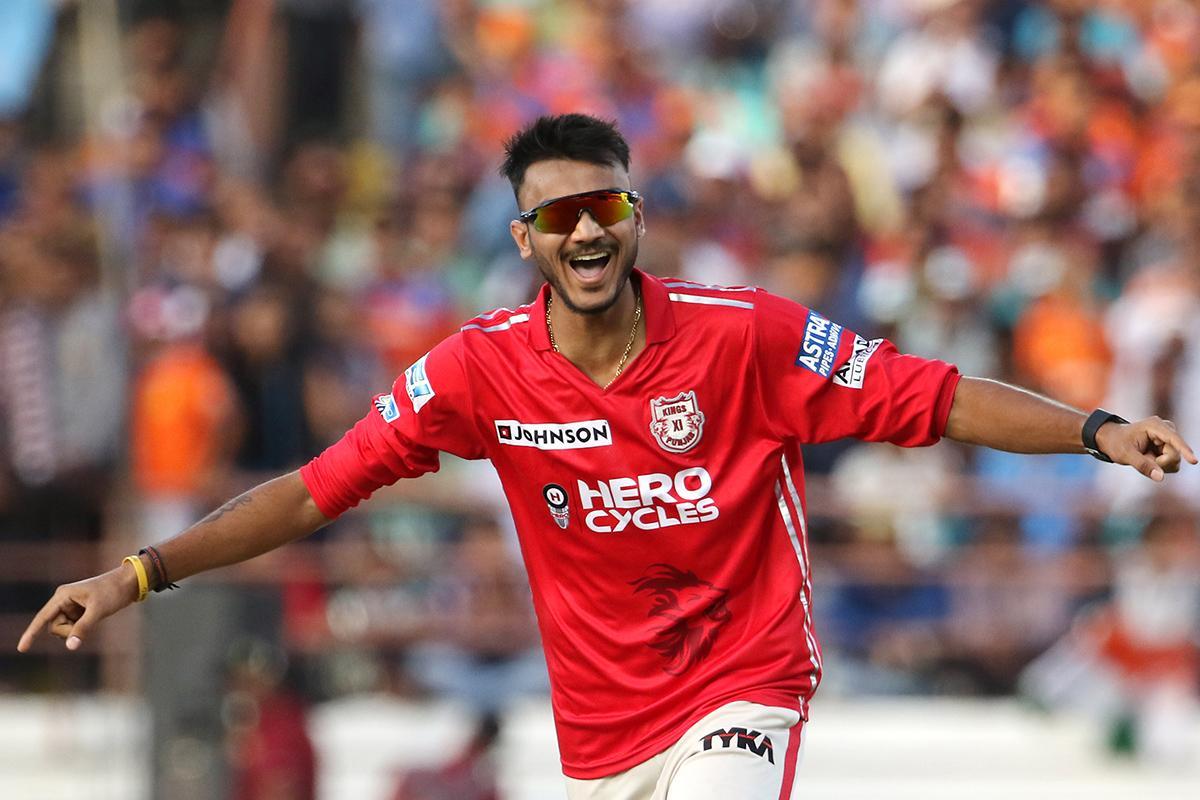 2016-ம் ஆண்டு குஜராத் அணிக்கு எதிரான போட்டியில் பஞ்சாப் அணியின் அக்சர் படேல் ஹாட்ரிக் விக்கெட்டுகளை வீழ்த்தினார். அவர் வீசிய 6.5, 6.6, 10.1 ஓவர்களில் தினேஷ் கார்த்திக், ப்ராவோ, ஜடேஜா ஆகியோர் விக்கெட்டுகளை பறிகொடுத்தனர்.