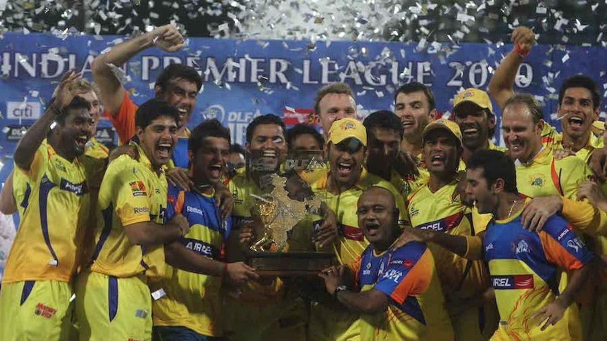 2010 - மும்பை இந்தியன்ஸ் அணியை 22 ரன்கள் வித்தியாசத்தில் வீழ்த்தி முதல் முறையாக சென்னை சூப்பர் கிங்ஸ் அணி சாம்பியன் ஆனது. இதில், ஆட்டநாயகன் விருதை தோனி பெற்றார்.(Twitter)