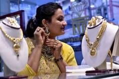 விஜயதசமியை முன்னிட்டு தங்கம் வாங்க நகைக்கடைகளில் குவிந்த பொதுமக்கள்