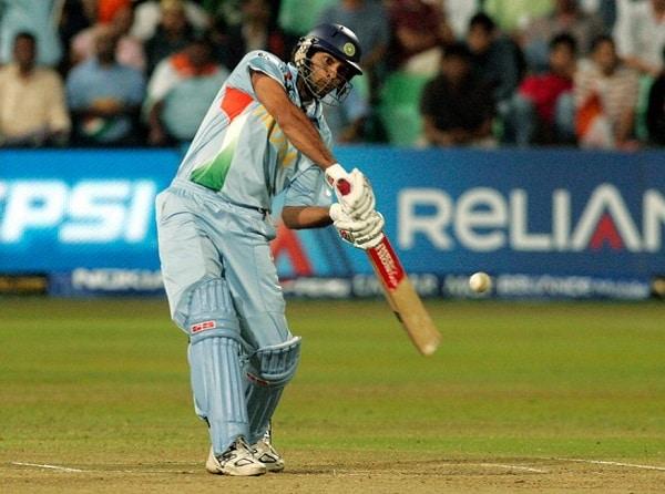 ICC World T20, 2007: டி20 உலகக் கோப்பை தொடரை முதன்முதலில் ஐசிசி நடத்தியது. அந்தத் தொடரில் இந்திய அணியின் மூத்த வீரர்களான சச்சின், சேவாக், டிராவிட் இளம்வீரர்களுக்கு வழிவிட்டு தொடரிலிருந்து விலகினர். இளம்வீரர்களை கொண்டிருந்த இந்திய அணியில் யுவராஜ் சிங் மட்டுமே அனுபவ வீரராக வலம் வந்தார். அந்தத் தொடரில் மறக்க முடியாத போட்டியாக இருந்தது இங்கிலாந்துக்கு எதிரான போட்டி தான். இங்கிலாந்து வீரர் ப்ராடு வீசிய ஓவரில் யுவராஜ் சிங் 6 பந்தில் 6 சிக்சர்கள் விளாசி சாதனை படைத்தார். இந்தச் சாதனையை இதுவரை யாரும் நெருங்கவில்லை. 12 பந்துகளில் அரைசதம் கடந்து யுவராஜ் சிங் மற்றொரு சாதனையும் நிகழ்த்தினார். அந்தத் தொடரில் தான் தோனி முதன்முதலாக கேப்டனாக செயல்பட்டார்.