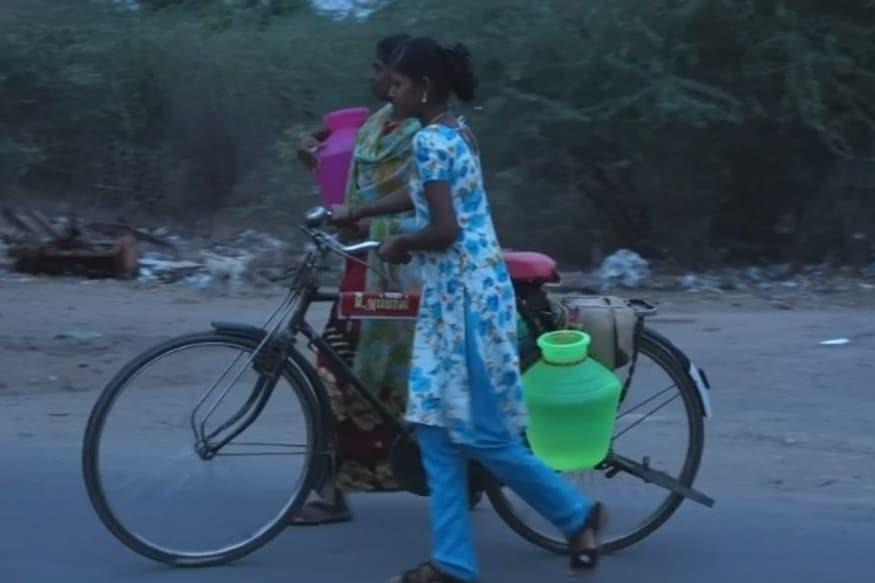 வேலூரில் தண்ணீருக்காக பல கிலோமீட்டர் செல்லும் பெண்கள்.