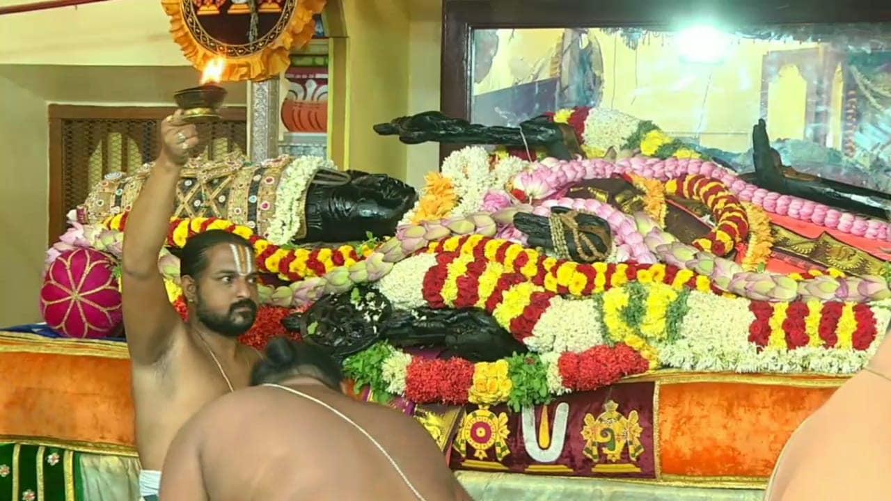 காஞ்சிபுரம் வரதராஜ பெருமாள் கோவிலில் 40 ஆண்டுகளுக்கு ஒருமுறை நடைபெறும் அத்திவரதர் வைபவம் கடந்த 28 நாட்களாக விமர்சையாக நடைபெற்று வருகிறது.