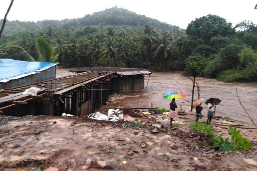 கேரளாவின் வயநாடு மாவட்டத்தில் உள்ள புதுமலை பகுதியில் கடும் நிலச்சரிவு ஏற்பட்டுள்ளது