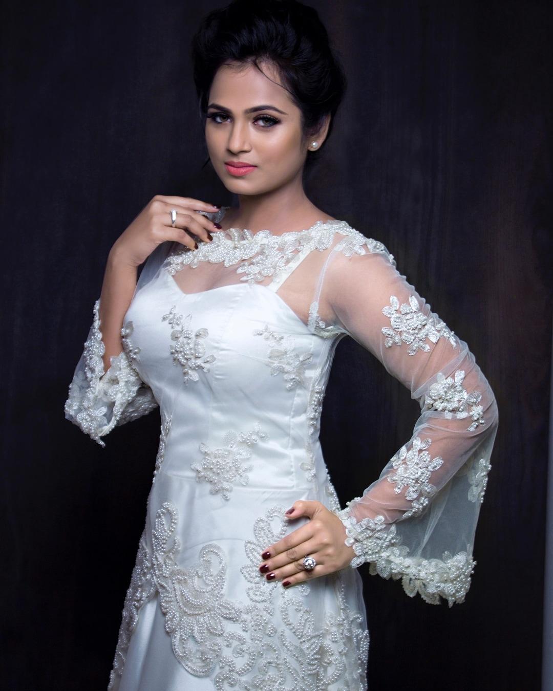 போட்டோஸ்: இன்ஸ்டாகிராம் @actress_ramyapandian/