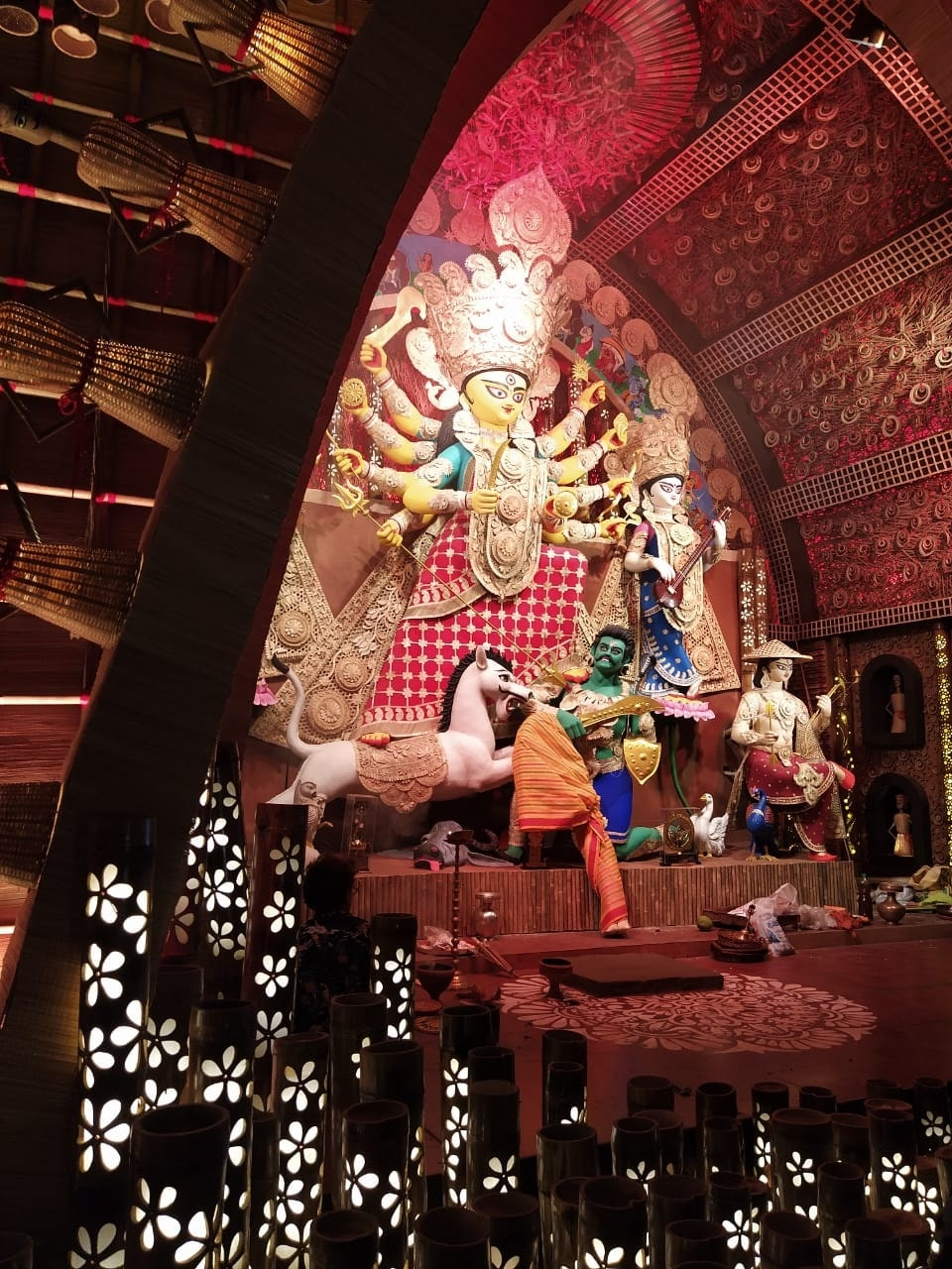 கொல்கத்தாவில் துர்கா பூஜை கொண்டாட்டம். (image: sankar)