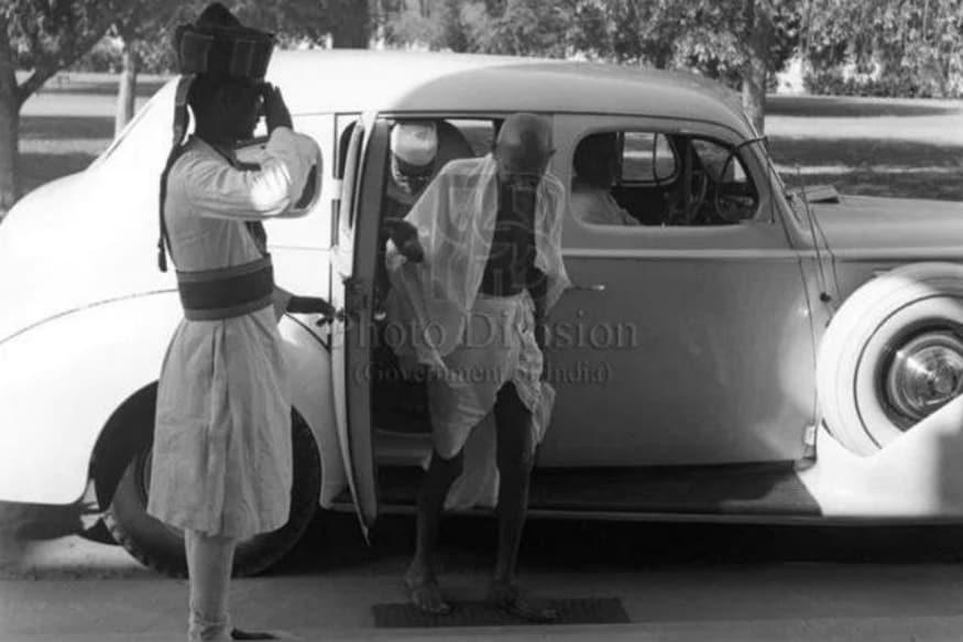 Packard 120 கார் என்பது இந்தியாவின் முக்கியப் பணக்காரர்களின் கைகளில் இருந்த ஒரு கார். சுதந்திரப் போராட்டத்தில் பங்கெடுத்த தொழில் அதிபர் கனஷ்யாம் தாஸ் பிர்லாவின் காரை சில நேரங்களில் மகாத்மா காந்தி பயன்படுத்தியுள்ளார்.