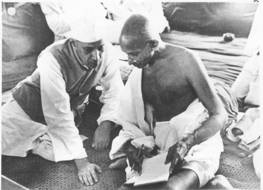 மகாத்மா காந்தியுடன் நேரு