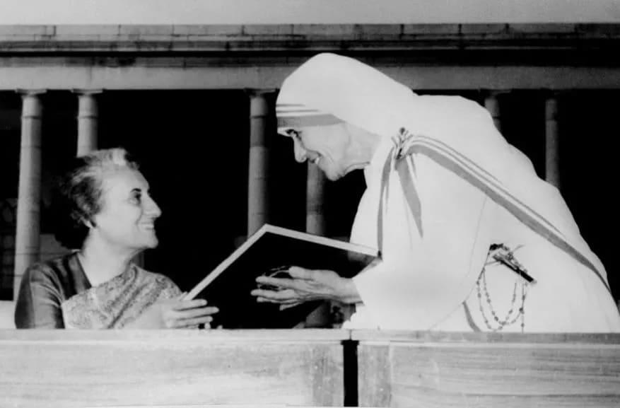 இந்திரா காந்தி மற்றும் அன்னை தெரசா