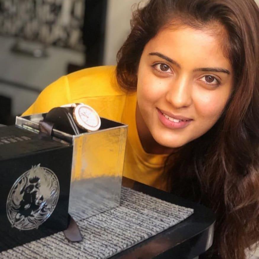 பிகில் திரைப்படத்தின் நாயகியாக நயன்தாரா நடித்திருந்த நிலையில் பெண்கள் கால்பந்து விளையாட்டு அணியின் கேப்டனாக அம்ரிதா நடித்திருந்தார்.