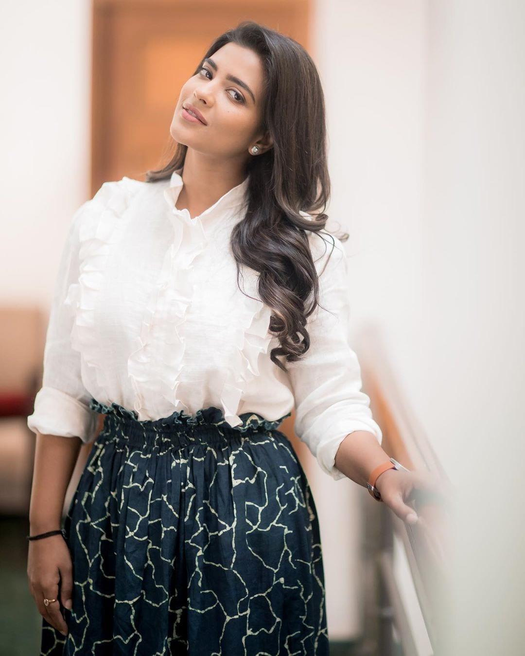 இணையத்தை கலக்கும் பன்முக திறமை நாயகி ஐஸ்வர்யா ராஜேஷ் ( image : instagram)