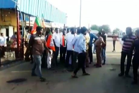 நெய்வேலியில் விஜய் ரசிகர்கள் மீது போலீஸ் லேசான தடியடி
