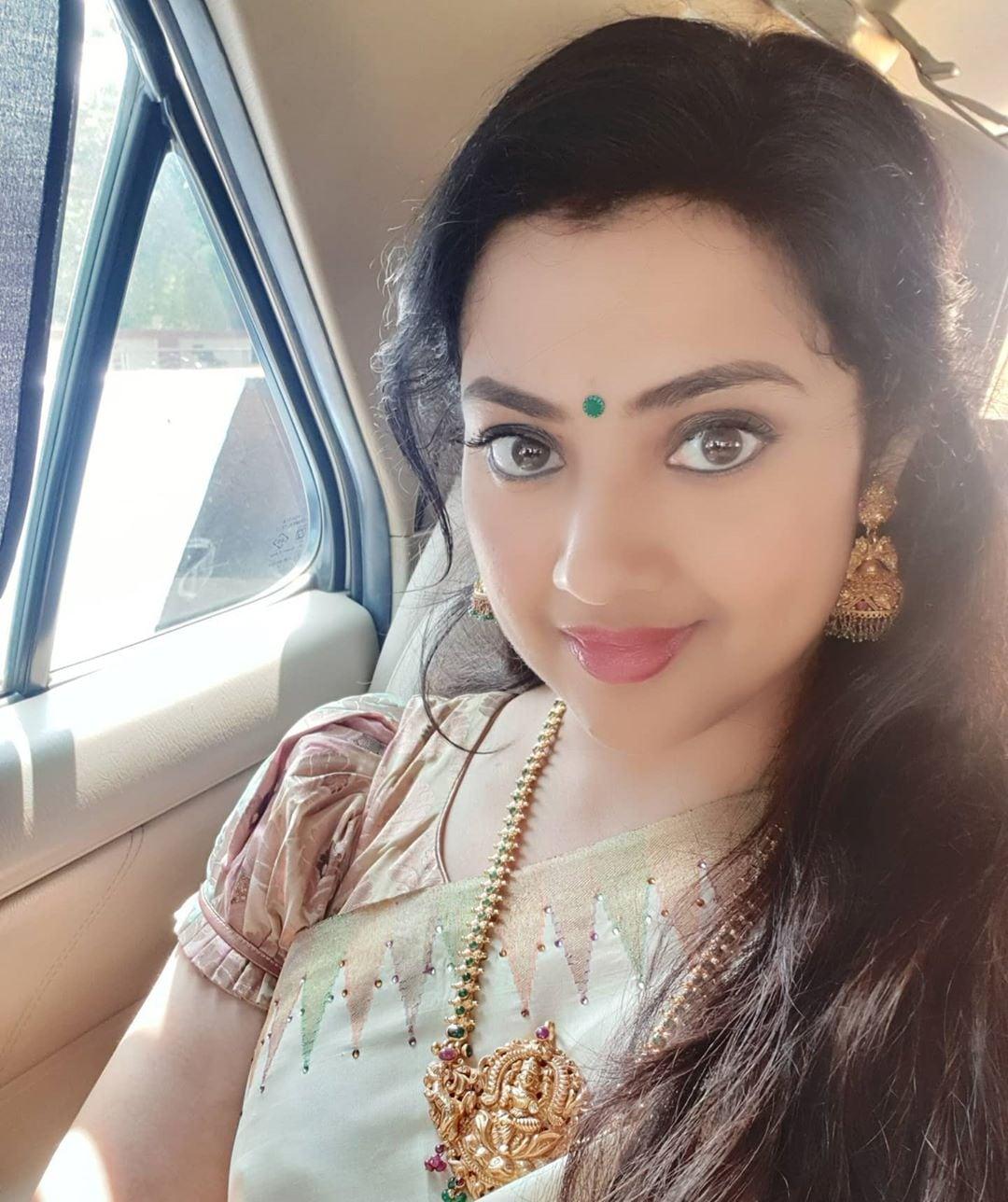 நடிகை மீனா. (Image: Instagram)