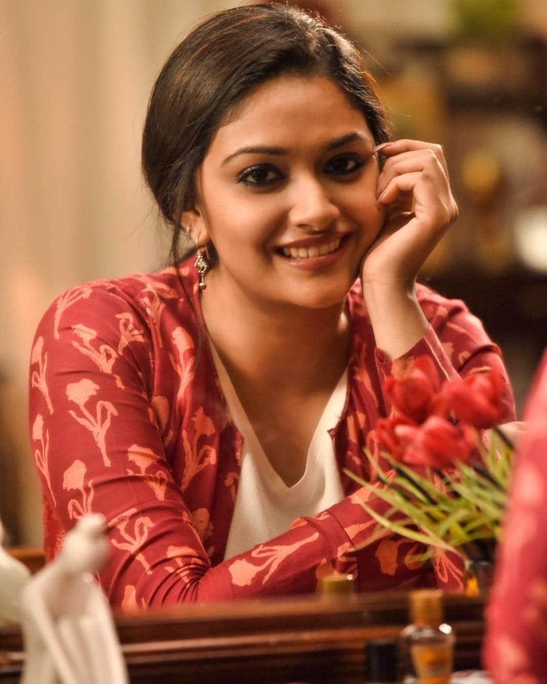 இணையத்தை கலக்கும் நடிகை கீர்த்தி சுரேஷ் ( photo : instagram )