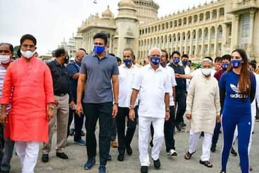 பிரபலங்களுடன் மாநில முதலமைச்சர் எடியூரப்பா.