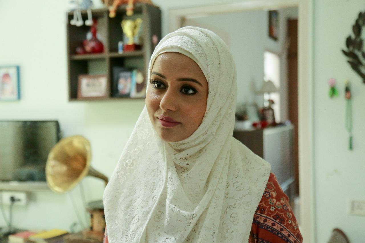 எஃப்.ஐ.ஆர் படத்தில் இஸ்லாமிய பெண்ணாக ரைசா வில்சன் நடித்துள்ளார்.