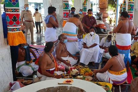 கொரோனா விலக வேண்டி மகா மிருக்த்திஜெய யாகம்: முதல்வர் நாராயணசாமி வழிபாடு