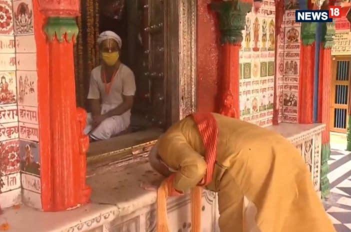 அயோத்தி ஹனுமன் கோவிலில் பிரதமர் மோடி வழிபாடு