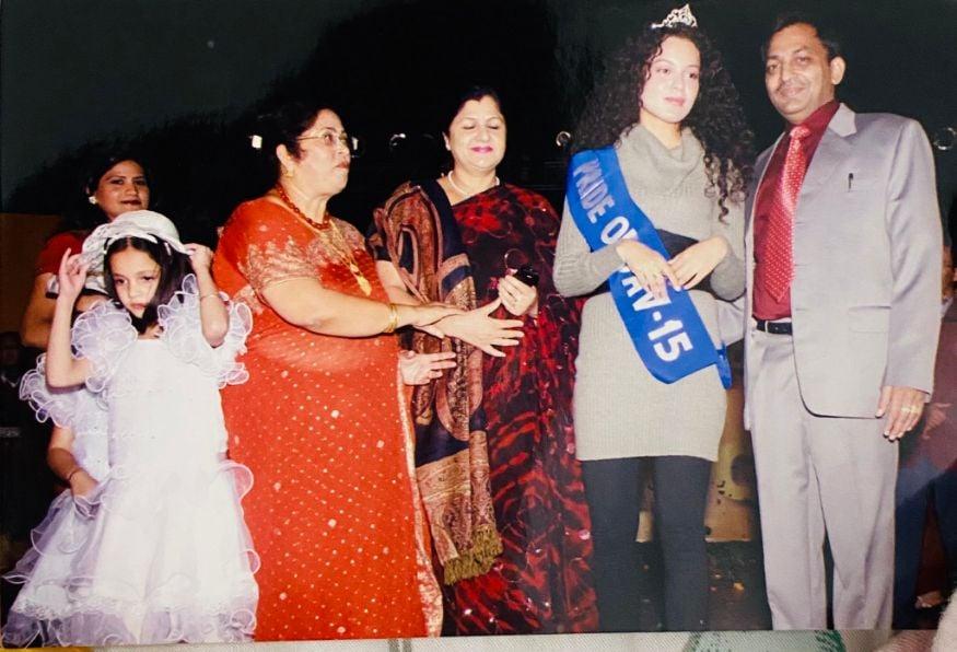 பாலிவுட் நடிகை கங்கனா ரணாவத் தன் பள்ளி நாட்களில் எடுக்கப்பட்ட புகைப்படங்களை நினைவு கூர்ந்து பகிர்ந்தார். அவை அனைத்தும் ரசிகர்கள் காணாத சிறு வயது படங்கள் என்பதால் வேகமாகப் பரவியது. (Image: Twitter)