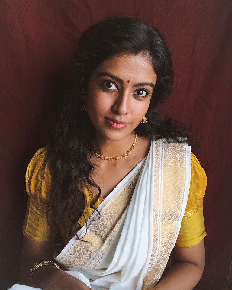 நடிகை ரோஷினி ஹரிப்ரியன் (படங்கள் - ட்விட்டர் )