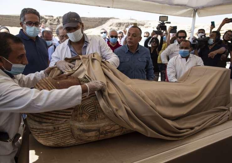 எகிப்தில் 2,500 வருடங்கள் பழைமையான மம்மிக்கள் கண்டுபிடிப்பு புகைப்படங்கள் வெளியீடு