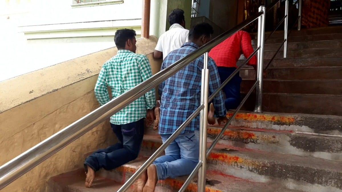 இந்நிலையில் நடிகர் சிம்புவின் ரசிகர்கள் சிலர் ரத்தினகிரி முருகன் கோவிலில் வித்தியாசமான பிரார்த்தனையில் ஈடுபட்டது அங்கு வருவோரை நெகிழ்ச்சியில் ஆழ்த்தியது