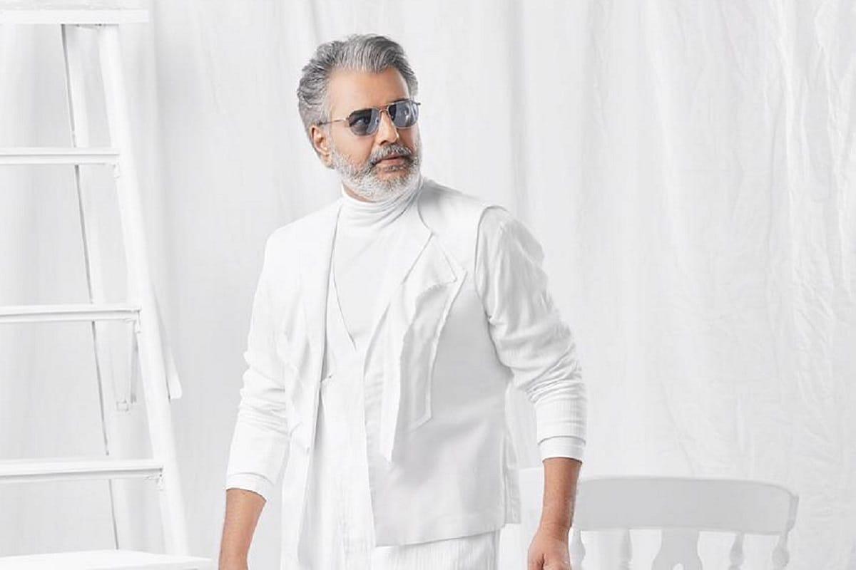 1987 ஆம் ஆண்டு இயக்குனர் பாலச்சந்தர் ஆல் தமிழ் திரையுலகிற்கு அறிமுகம் செய்து வைக்கப்பட்ட விவேக் தமிழில் 200க்கும் அதிகமான திரைப்படங்களில் நடித்துள்ளார்.