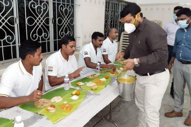 தேசிய பேரிடர் மீட்புக் குழுவினருக்கு விருந்து வைத்த கடலூர் கலெக்டர்