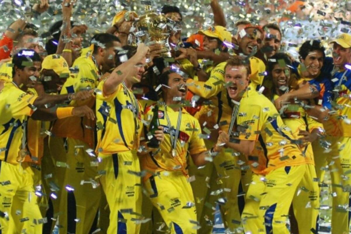 2011 தொடரில் சி.எஸ்.கே அணி தனது இரண்டாவது வெற்றியை கண்டது. ஆர்.சி.பி.க்கு எதிரான ஆட்டத்தில் முரளி விஜய் மற்றும் மைக் ஹஸ்ஸியின் அரைசதங்கள் மூலம் சிஎஸ்கே அணி 205-5 என்ற கணக்கில் ரன்களை குவித்தது. 206 என்ற இலக்கை எதிர்கொண்ட ஆர்.சி.பி. அணி 20 ஓவர்களில் 147-8 ரன்களை மட்டுமே எடுத்தது.