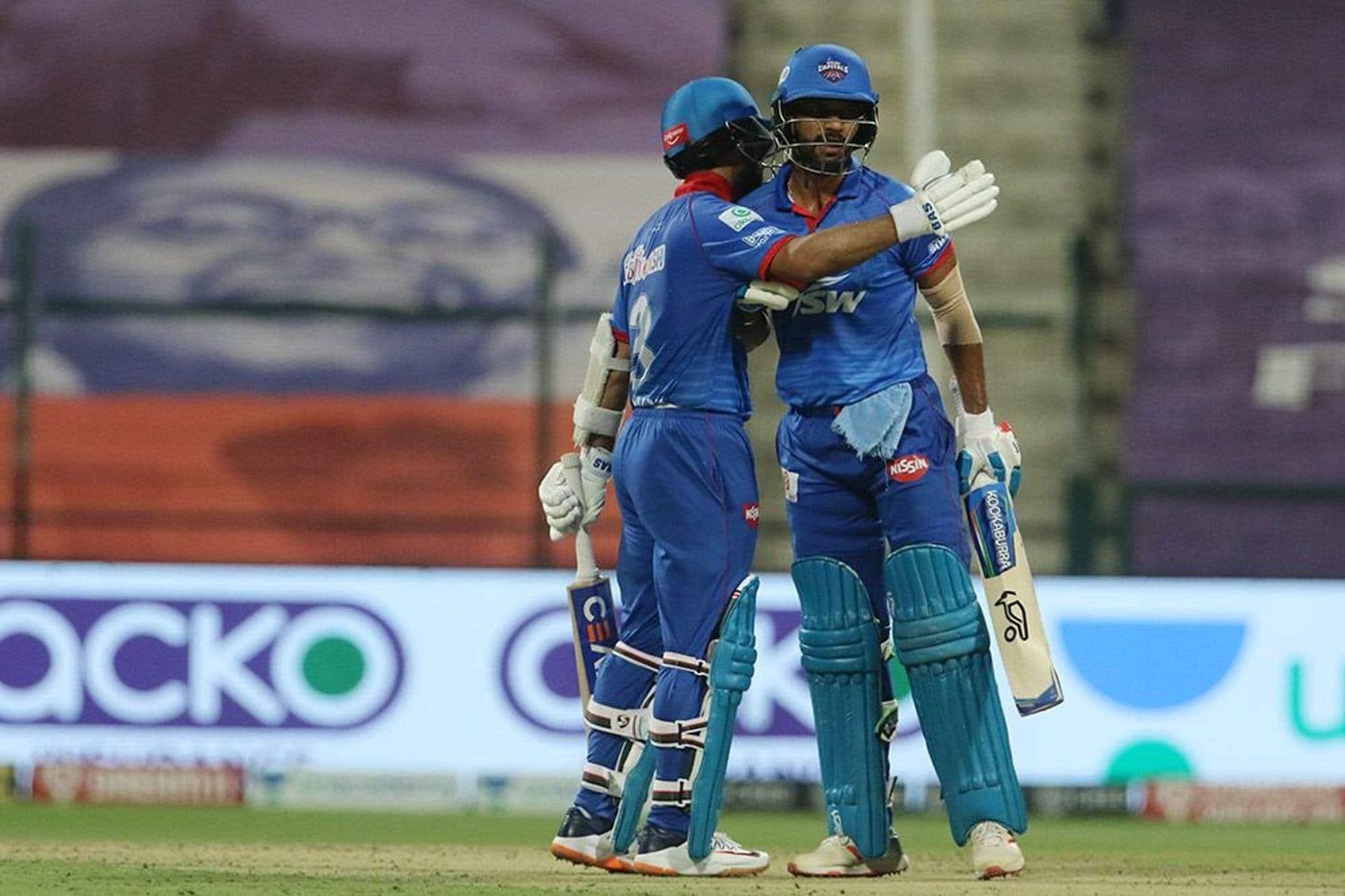 தொடர்ந்து 4 போட்டிகள் தோல்வியடைந்த டெல்லி ஆர்.சி.பி அணியை வீழ்த்தி ப்ளே ஆஃப் வாய்ப்பை உறுதி செய்து கொண்டது.