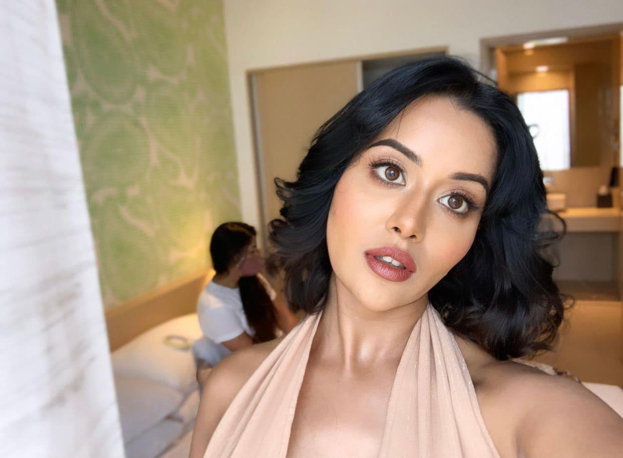 இணையத்தை தெறிக்கவிடும் நடிகை ரைசா வில்சன் ( IMAGE : instagram )