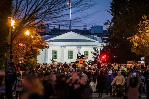 US election Results 2020: அமெரிக்க அதிபர் தேர்தல் விறுவிறுப்பு.. வெள்ளை மாளிகையை முற்றுகையிட்ட போராட்டக்காரர்கள்..
