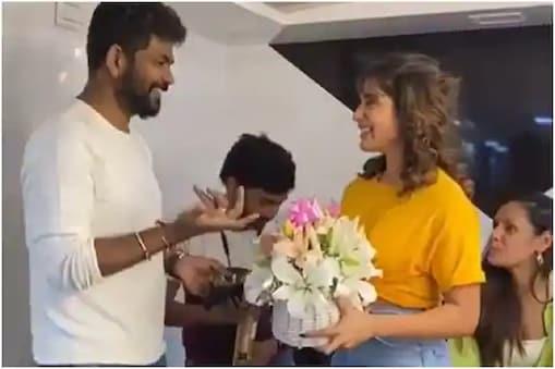 விக்னேஷ் சிவனை  கிண்டலடித்த நடிகை சமந்தா - வீடியோ
