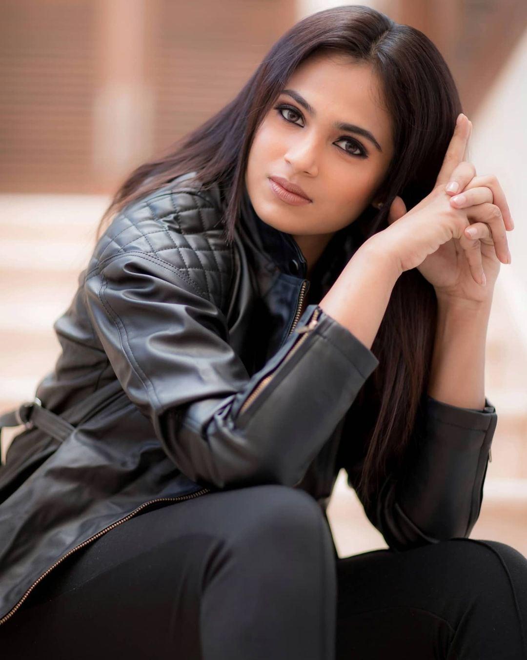 <br />நடிகை ரம்யா பாண்டியன் ( Image : Instagram @actress_ramyapandian)
