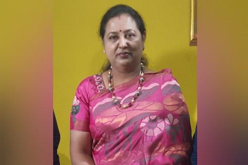 சசிகலாவை வேண்டாம் என்பது வருத்தமாக உள்ளது: அவர் தமிழக அரசியலில் ஈடுபடவேண்டும் - பிரேமலதா விஜயகாந்த்