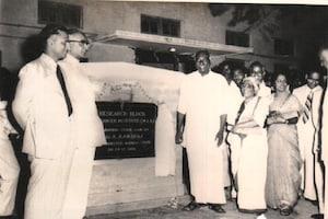 மருத்துவர் வி. சாந்தாவின் அரிய புகைப்படத் தொகுப்பு