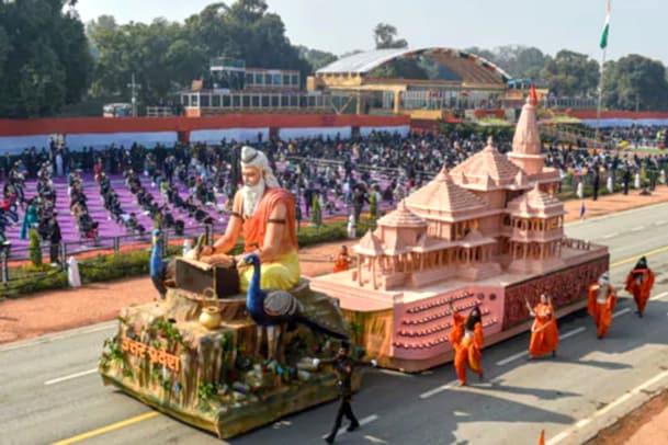 ராமர் கோயில் அலங்கார ஊர்தி: எழுந்து நின்று கை தட்டிய அமைச்சர்கள்