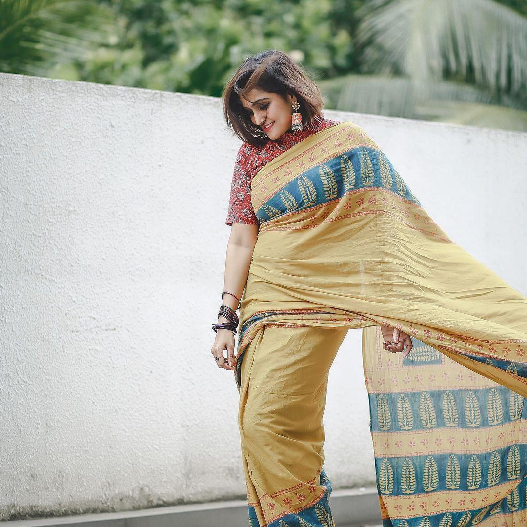 நடிகை ரம்யா நம்பீசன் 2006 ஆம் ஆண்டு ஒரு நாள் ஒரு கனவு திரைப்படம் மூலம் தமிழ் சினிமாவில் அறிமுகமானார்.