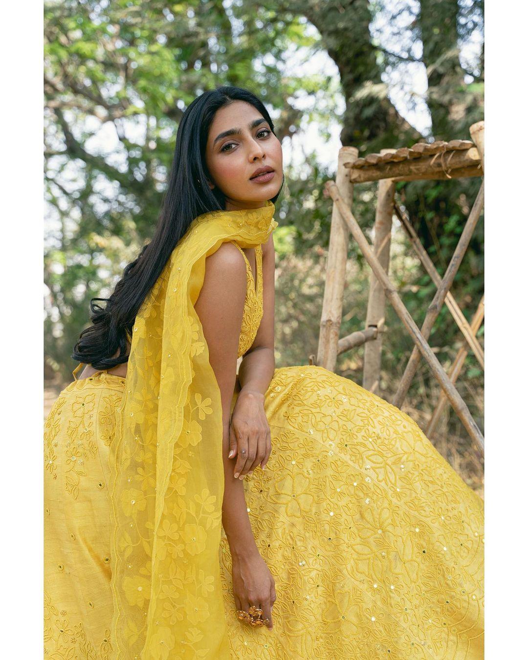 நடிகை ஐஸ்வர்யா லட்சுமி தமிழில் ஆக்ஷன் திரைப்படத்தின் மூலம் தமிழில் அறிமுகமானார்.