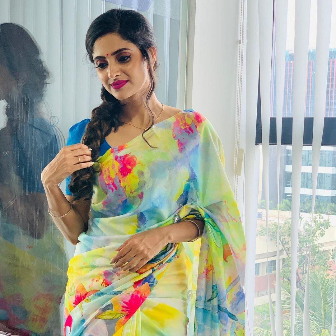 நடிகை ஆயிஷா ( Image : Instagram @aayesha6_official)