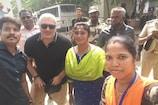 Ajith | வழிமாறிய நடிகர் அஜித்.. வழிகாட்டிய போலீஸ்! (வீடியோ)