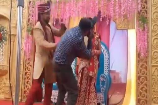 மணமகளை மட்டும் போட்டோ எடுத்த புகைப்படக்காரர்: ஆத்திரத்தில் அடித்த மணமகன்: இணையத்தில் வைரலாகும் வீடியோ