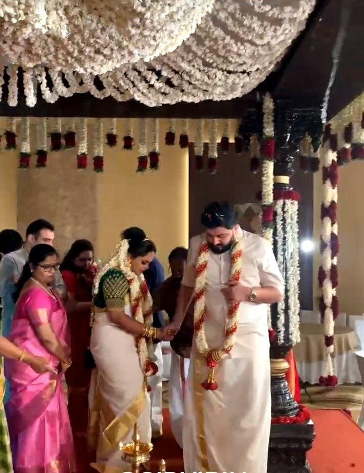 சித்தார்த் விபினுக்கும் - ஸ்ரியா என்ற பெண்ணுக்கும் கேரளத்து ஸ்டைலில் 2021-ம் ஆண்டு ஜனவரி 24-ம் தேதி திருமணம் நடைபெற்றது.