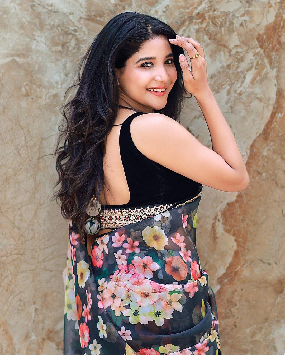 நடிகை சாக்ஷி அகர்வால் ( Image : Instagram @iamsakshiagarwal)