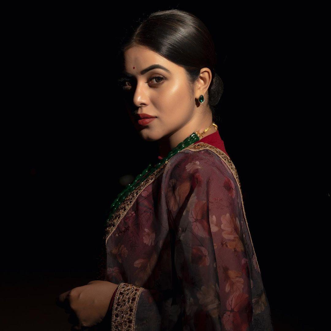 நடிகை பூர்ணா ( Image :Instagram @shamnakasim)