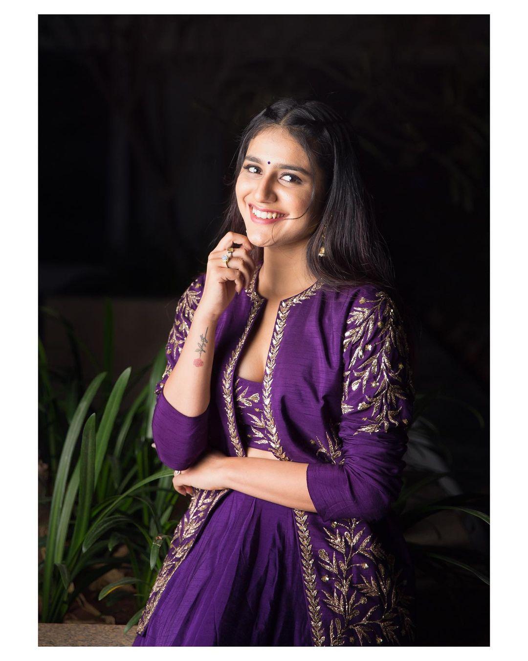 நடிகை ப்ரியா பிரகாஷ் வாரியர் 2019 ஆம் ஆண்டு வெளியான 'ஒரு அடார் லவ் ' என்ற திரைப்படத்தின் மூலம் மிகவும் பிரபலமடைந்தார்.