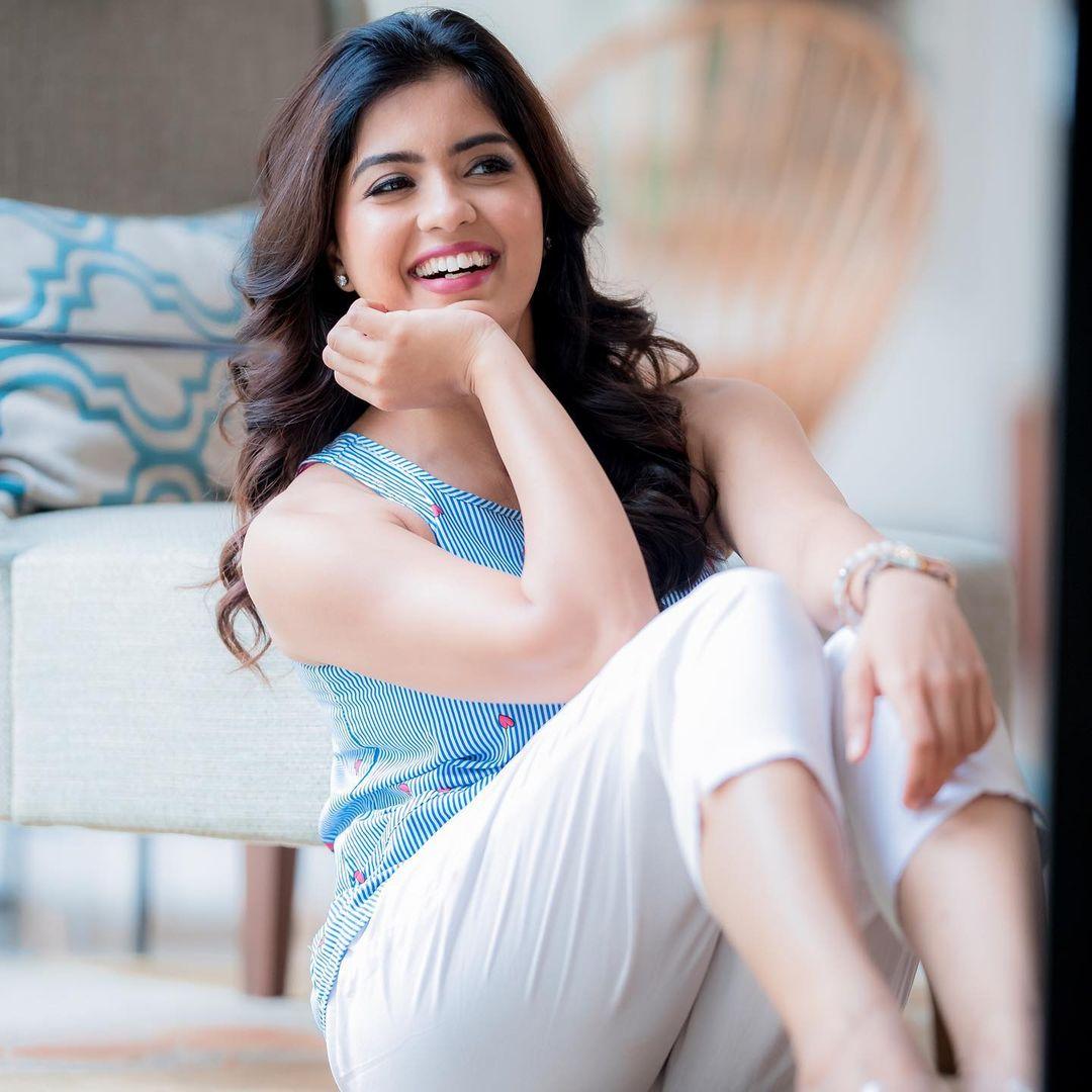 நடிகை அம்ரிதா ( Image :Instagram @amritha_aiyer)